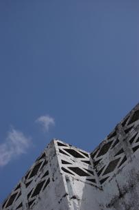 南国沖縄の屋上のブロックの写真素材 [FYI02975985]