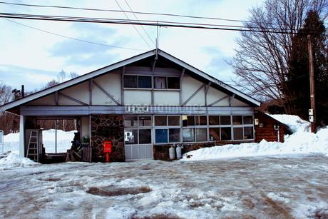 北海道比羅夫駅からの冬の風景の写真素材 [FYI02976235]