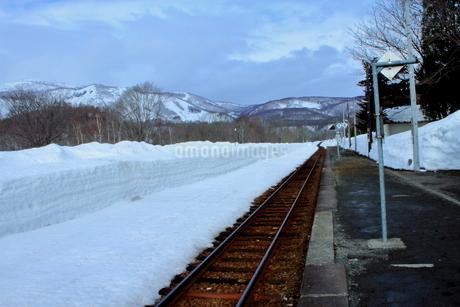 北海道比羅夫駅からの冬の風景の写真素材 [FYI02976237]