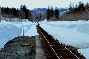 北海道比羅夫駅の冬の景色の写真素材 [FYI02976239]