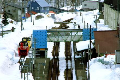 北海道ニセコ大橋よりのニセコ駅の風景の写真素材 [FYI02976273]