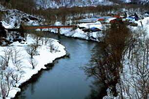 北海道ニセコ大橋よりの尻別川の風景の写真素材 [FYI02976284]