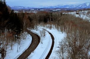 北海道ニセコ大橋よりの尻別川の風景の写真素材 [FYI02976287]