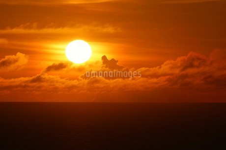 母島の夕焼けの写真素材 [FYI02976573]
