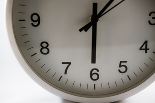 シンプルな時計のイメージの写真素材 [FYI02976666]