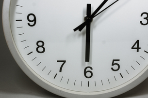 シンプルな時計のイメージの写真素材 [FYI02976667]