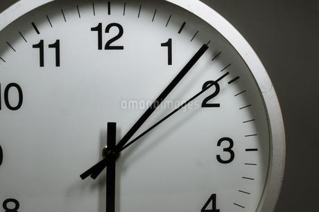 シンプルな時計のイメージの写真素材 [FYI02976669]