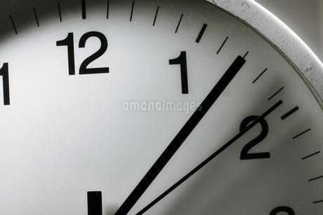 シンプルな時計のイメージの写真素材 [FYI02976671]