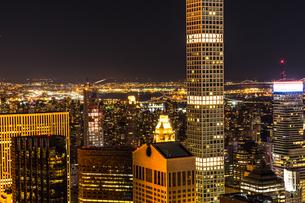 432パーク・アベニューとマンハッタンの夜景の写真素材 [FYI02977479]