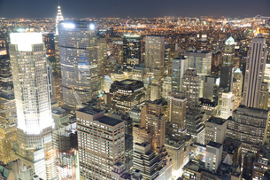 トップ・オブ・ザ・ロック(ロックフェラーセンター展望台)から見えるダウンタウンの夜景の写真素材 [FYI02977530]