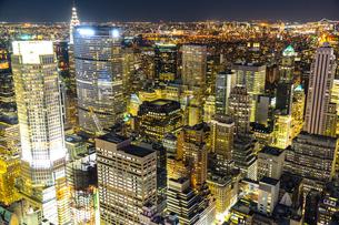 トップ・オブ・ザ・ロック(ロックフェラーセンター展望台)から見えるダウンタウンの夜景の写真素材 [FYI02977533]