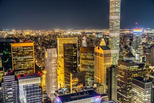 432パーク・アベニューとマンハッタンの夜景の写真素材 [FYI02977552]