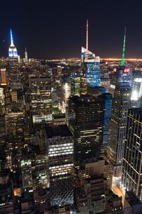 トップ・オブ・ザ・ロック(ロックフェラーセンター展望台)から見えるダウンタウンの夜景の写真素材 [FYI02977570]