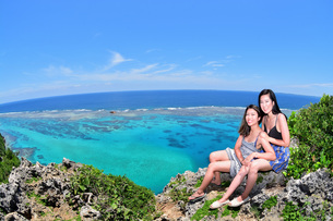 宮古島/伊良部島の四角点でポートレート撮影の写真素材 [FYI02977602]