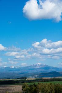 初冠雪の山並み 大雪山の写真素材 [FYI02977643]