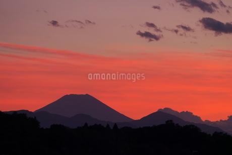 赤い夕映えの富士山の写真素材 [FYI02977859]