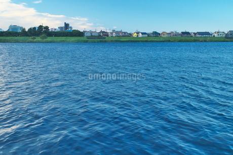 多摩川と対岸に広がる街の写真素材 [FYI02977864]