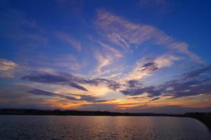 夕映えの川の写真素材 [FYI02977895]