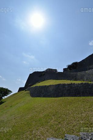 勝連城跡(沖縄、世界遺産)の写真素材 [FYI02977912]