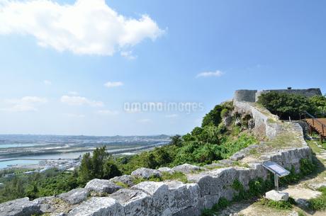 勝連城跡(沖縄、世界遺産)の写真素材 [FYI02977914]