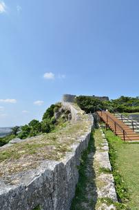 勝連城跡(沖縄、世界遺産)の写真素材 [FYI02977916]