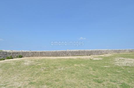 勝連城跡(沖縄、世界遺産)の写真素材 [FYI02977919]