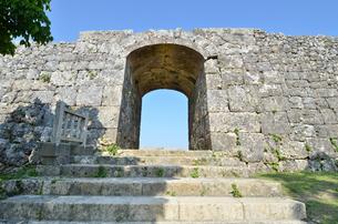 中城城跡(沖縄、世界遺産)の写真素材 [FYI02977937]