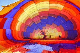 スペイン 出発前の気球の光景の写真素材 [FYI02978082]