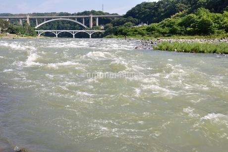 増水した相模川の写真素材 [FYI02978783]