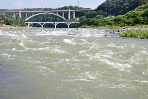 増水した相模川の写真素材 [FYI02978785]