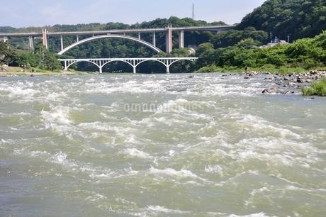 増水した相模川の写真素材 [FYI02978787]