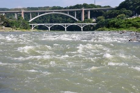 増水した相模川の写真素材 [FYI02978794]