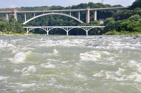 増水した相模川の写真素材 [FYI02978795]
