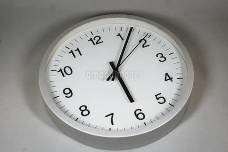 シンプルな時計のイメージの写真素材 [FYI02978851]