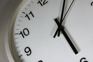 シンプルな時計のイメージの写真素材 [FYI02978852]