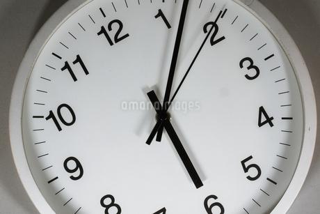 シンプルな時計のイメージの写真素材 [FYI02978854]