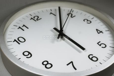 シンプルな時計のイメージの写真素材 [FYI02978855]