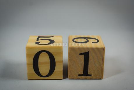 数字が書かれたブロックの写真素材 [FYI02978858]