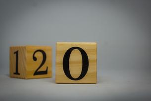 数字が書かれたブロックの写真素材 [FYI02978865]