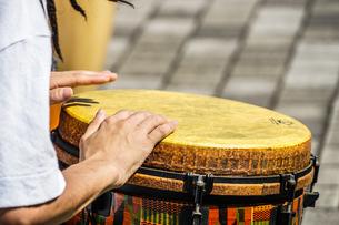 太鼓(ボンゴ)のイメージの写真素材 [FYI02979346]