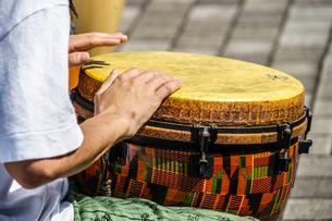 太鼓(ボンゴ)のイメージの写真素材 [FYI02979347]