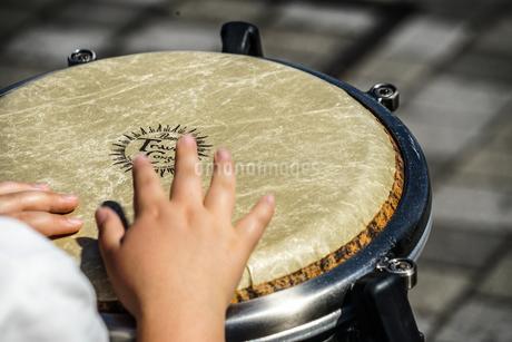 太鼓(ボンゴ)のイメージの写真素材 [FYI02979350]