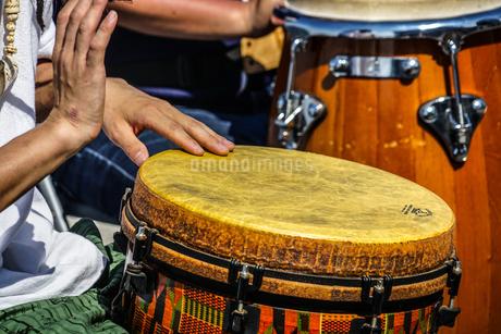太鼓(ボンゴ)のイメージの写真素材 [FYI02979353]