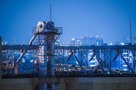港の見える丘公園から見える工業地帯の写真素材 [FYI02979481]