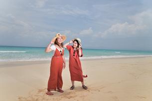 宮古島/ビーチでポートレート撮影の写真素材 [FYI02979498]