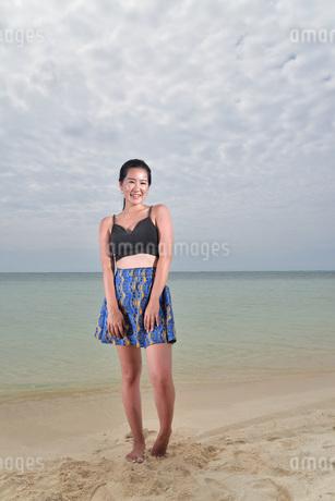 宮古島/ビーチでポートレート撮影の写真素材 [FYI02979540]