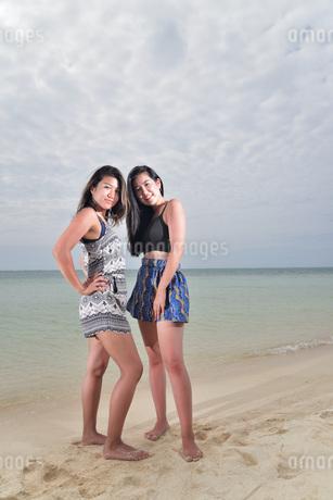 宮古島/ビーチでポートレート撮影の写真素材 [FYI02979545]