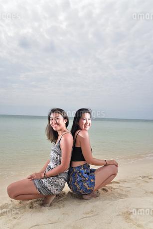 宮古島/ビーチでポートレート撮影の写真素材 [FYI02979552]