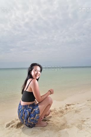 宮古島/ビーチでポートレート撮影の写真素材 [FYI02979556]