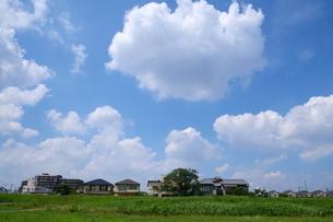 青空と雲が広がる風景の写真素材 [FYI02979736]